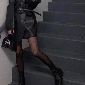 £195收balenciaga爆款logo黑丝SSENSE 大牌丝袜专场 秋冬必备黑丝 收logo热门款