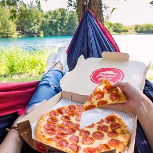 买1份披萨 $1领另1份中号披萨限今天:必胜客 国家意大利辣香肠比萨日活动