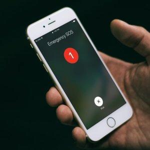 "iPhone ""紧急联络"" 功能你可知道?遇到猥琐的网约车司机 iPhone 用户或许能救自己一命"