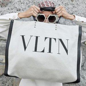 无门槛8.5折 收今年流行的封面款大手提包Valentino 精选美包、美鞋热卖 LOGOT恤快来收!
