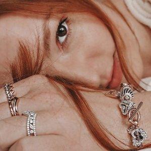 买3免1 变相6.7折 会员提前享Pandora 戒指专区热卖 王冠、许愿骨、小雏菊都有 叠戴更好看