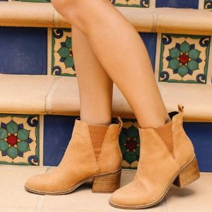 Take 25% OffAll Boots @ TOMS