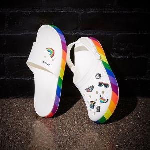 $38.5 (原价$39.99)Crocs 彩虹拖鞋  男女同款 脚踏七彩祥云之感油然而生