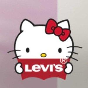庆祝Kitty45周年 拼手速get明星同款Levis X Hello Kitty合作款来咯 可萌可甜又可爱 数量不多啦