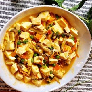 有时候简单的素菜比大鱼大肉还要好吃不用一只螃蟹做一道以假乱真的家常菜蟹黄豆腐