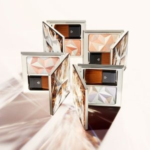 Earn Up to a $700 Gift Card+ Free giftswith Clé de Peau Beauté Beauty Ppurchase @ Saks Fifth Avenue
