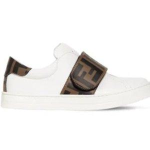 满额8.8折 £264收封面同款补货:FENDI 大童装童装好折上线 封面小白鞋补货最大39