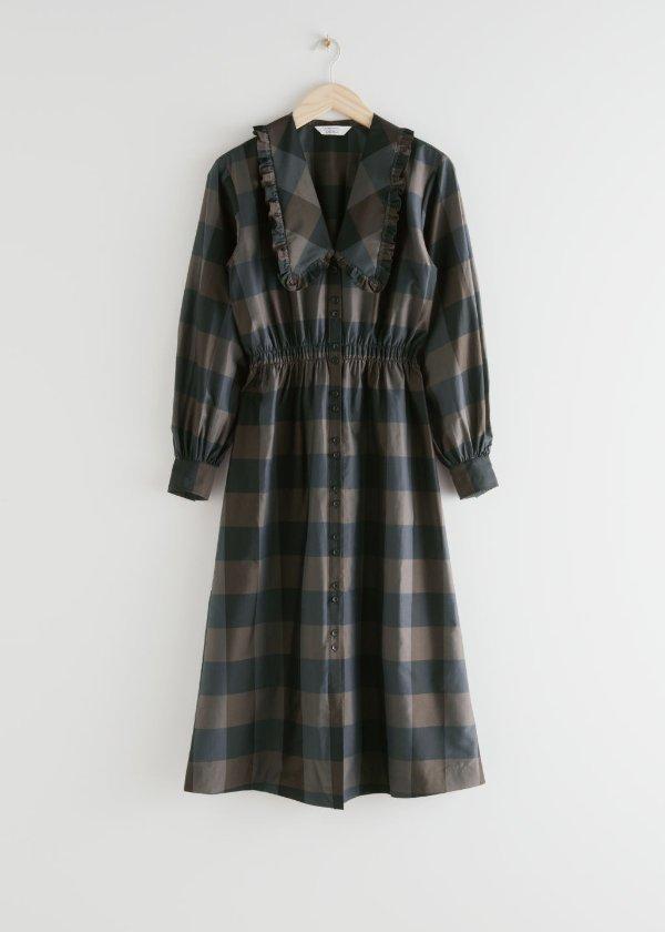 大尖领连衣裙
