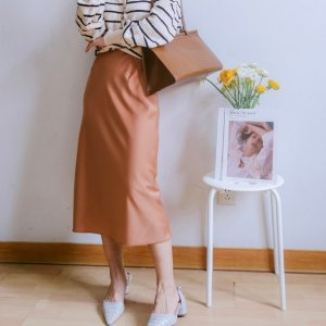 Uniqlo丝缎裙