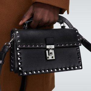 3折起+额外5折起 卡包€78最后一天:Valentino 限时闪购 封面手袋€662 绑带铆钉鞋€360包关税