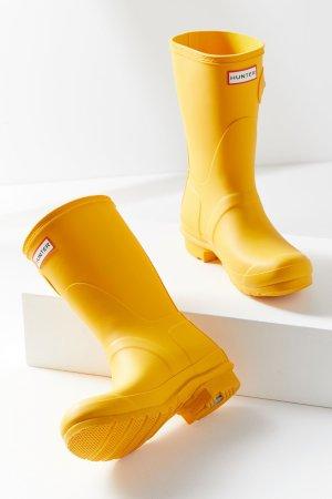 $99.99(Org.$140)Hunter Rain Boot @ Urban Outfitters