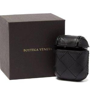 目测即将断货 €405快收上新:Bottega Veneta 全新黑色编制Air pod 保护套 一如既往的低调奢华