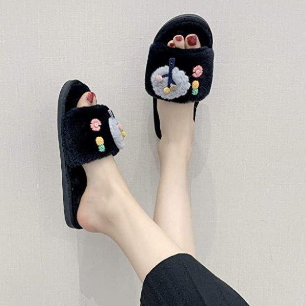 可爱毛绒拖鞋