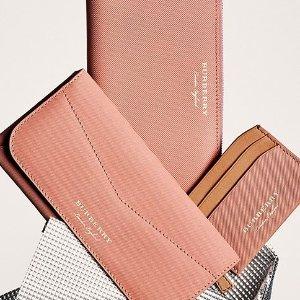 纯色卡包$120起  收粉色新设计巴宝莉美国官网 钱包配饰大促