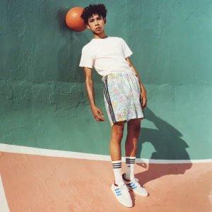 Adidas印花条纹短裤