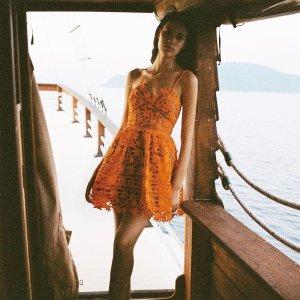 低至额外7.5折 蕾丝衬衫$156Self Portrait 美衣专场 封面蕾丝美裙$169,新款针织衫$225