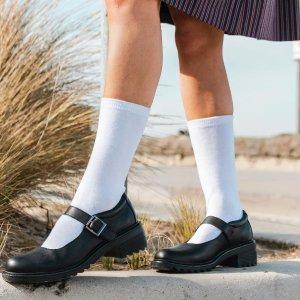 一律8折 超软鞋底$79起收Clarks官网 返校季特卖 儿童经典小黑鞋 打造学院风