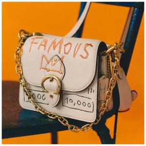 新人8.5折 €373收涂鸦相机包Coach X Jean-Michel Basquiat 联名系列首次打折 领先官网