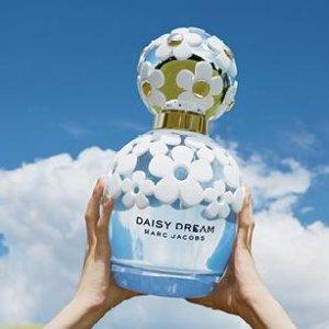 $51.48(Org. $94)Marc Jacobs Daisy Dream Eau de Toilette Spray for Women, 3.4 Ounce @ Walmart