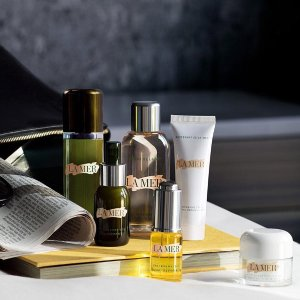 Last Day: Black Friday Beauty Bag!Receive 12 FREE deluxe samples with $125 or more La Mer Purchase @bluemercury
