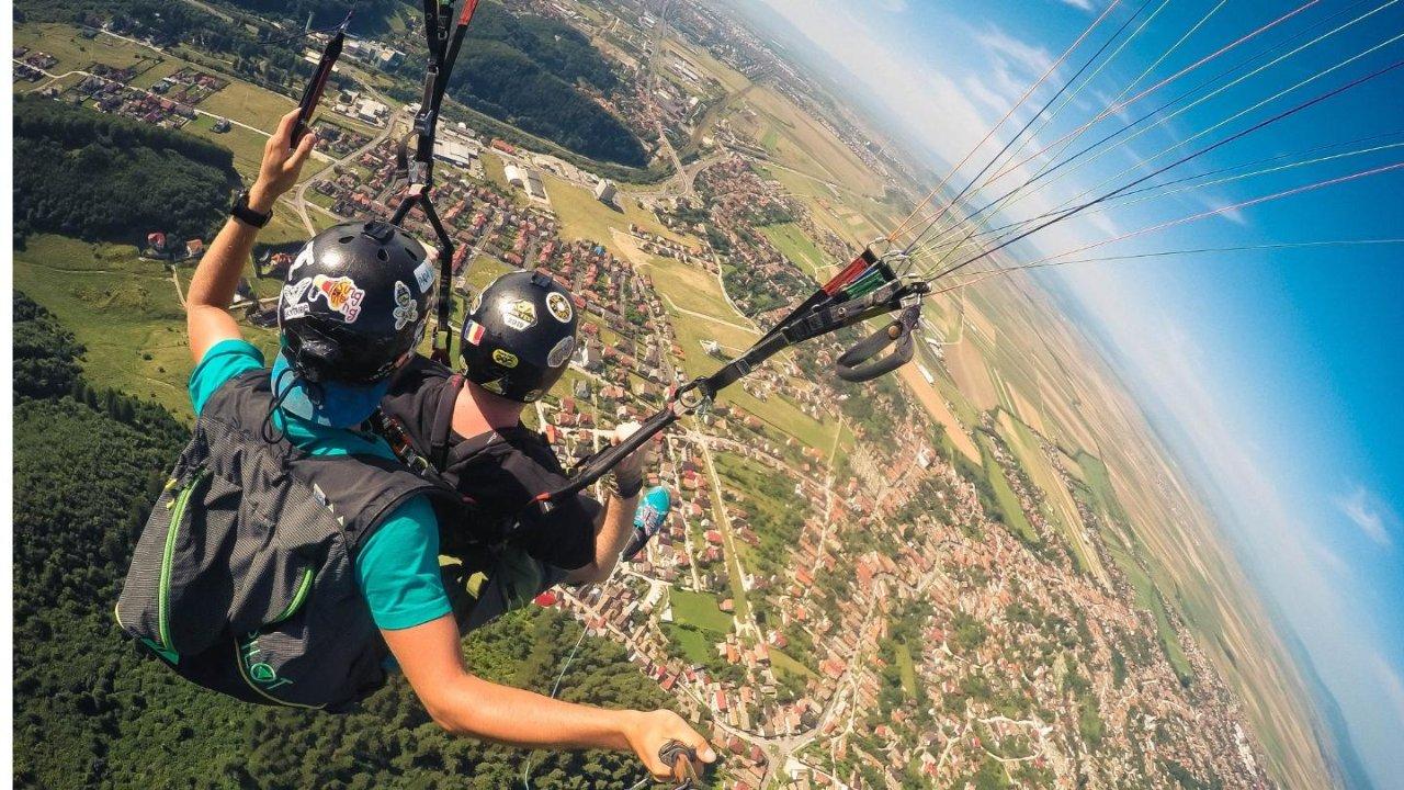 法国哪里跳降落伞风景最美?这些绝美的地址可要收藏好了!