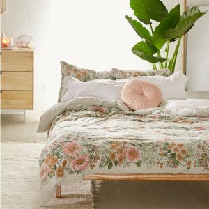 Up to 40% OffHoliday Home Favorites @ Urban Outfitters