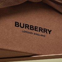 Burberry 不能拒绝的英伦风 格纹大衣围巾、小熊挂件热卖