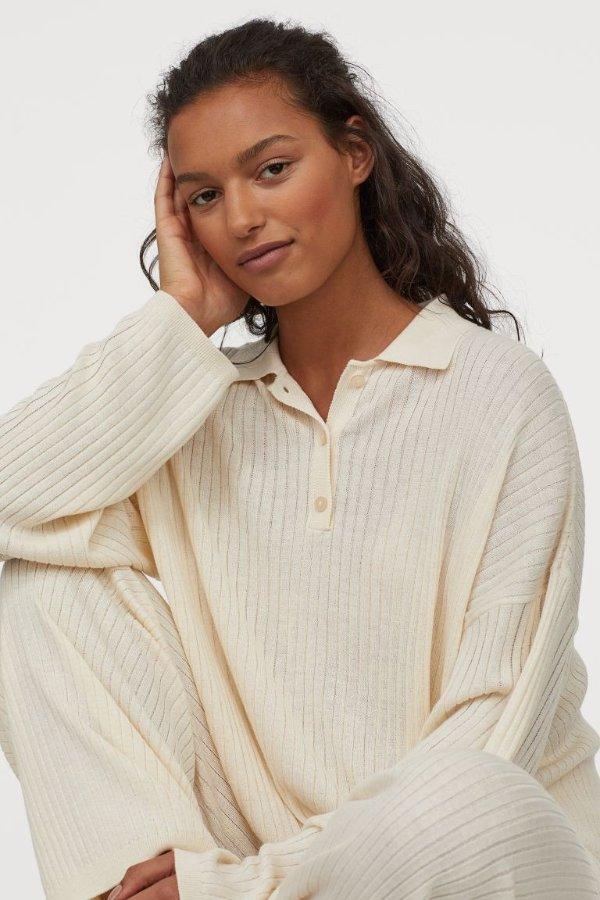 白色带领毛衣