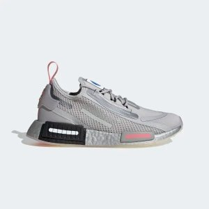 AdidasNMD_R1 灰色运动鞋
