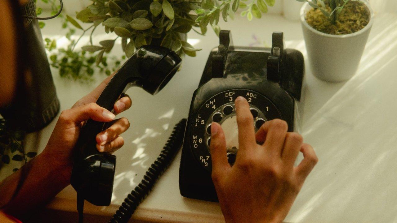 可以免费拨打中国的法国手机运营商套餐,没有网也给可以给家人打电话了!