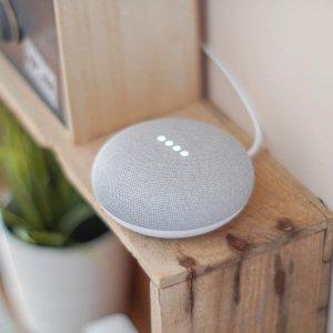 两只一起只需€39 送人自用好物Google Home Mini 谷歌智能音箱特卖 可对话、控制智能家居