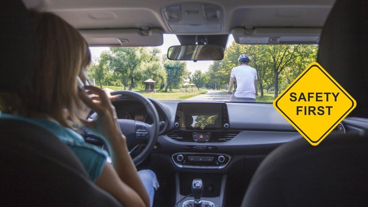 这些汽车内饰可能存在安全隐患!座椅套、方向盘套、旋转小桌板、智能后视镜、垃圾桶、宠物床|剁手前要三思!