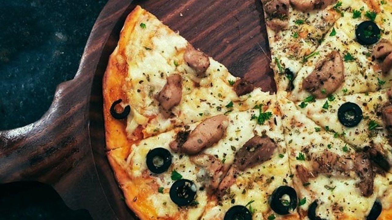 超简单的自制披萨!教你在家做披萨,diy快手披萨攻略 | 附低碳减脂版自制披萨