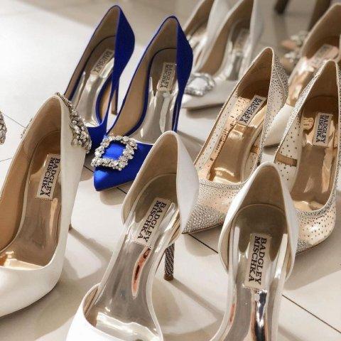 低至5折 菲拉格慕中跟鞋$299Saks OFF 5TH 精致高跟鞋专场 MK乐福鞋$59,SW丝绒中跟鞋$109