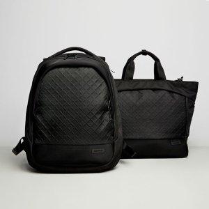 $179.4(原价$299)性能之选Crumpler Mantra Pro 黑色实用双肩背包限时热卖