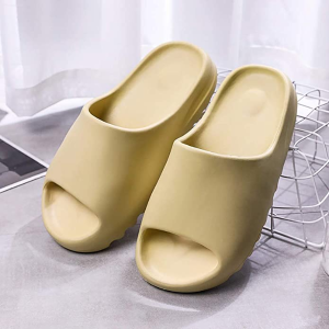 €18.99收Yeezy平替可可爱爱的夏季拖鞋 材质柔软 防滑防腐蚀 超多款式颜色