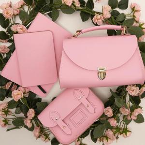 £60就收封面款Cambridge Satchel 樱花季粉色新款上架 霉霉热宠英伦风代表品牌