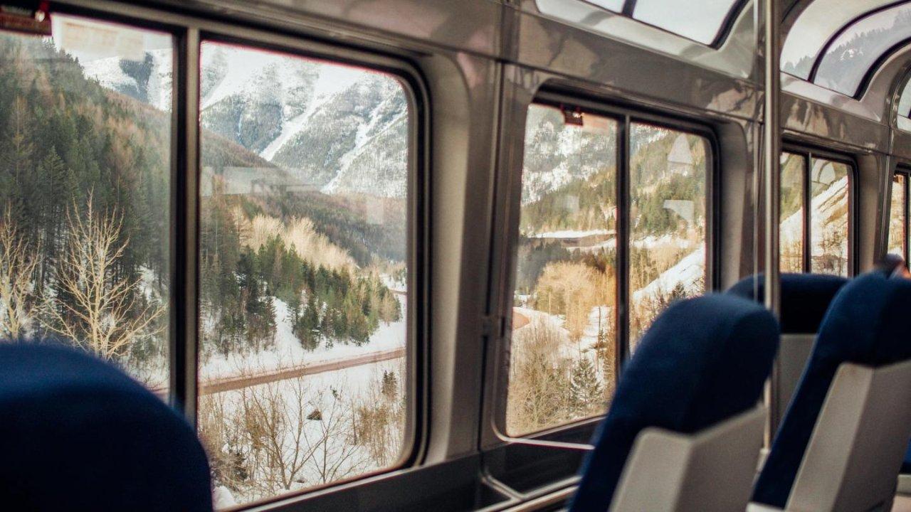 加拿大火车线路大盘点|在加国乘火车竟然能看北极熊、冰川、鲸鱼和极光!