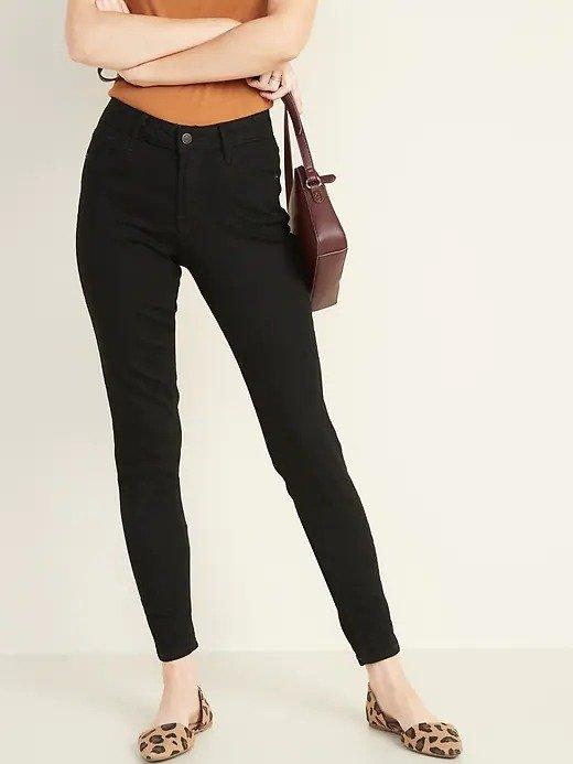 中腰黑色超紧身牛仔裤