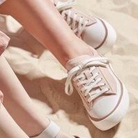 浅粉色环保运动鞋