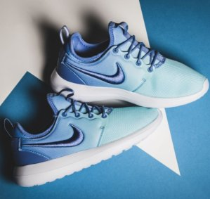 $55.98(原价$100) 免邮 速抢Nike渐变色Roshe Two女鞋折上折促销  还有粉色款