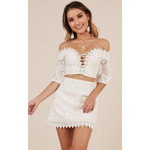 白色裙装套装