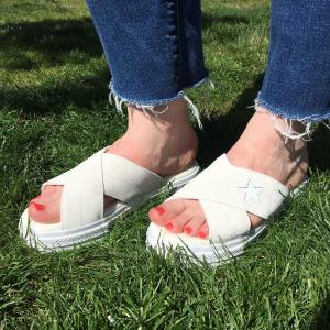 £30收封面款厚底凉鞋上新:Converse 收夏季必入限定拖鞋、黑白经典一脚蹬帆布鞋