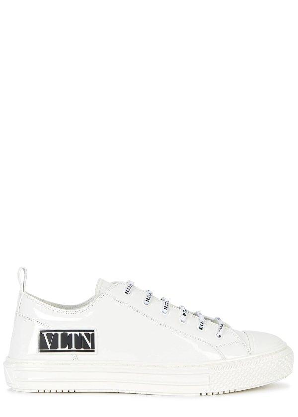 Garavani 小白鞋