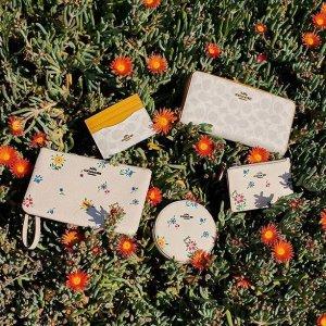 5折  圆饼钱包$47Coach 碎花系列包包 甜过初恋的夏日小清新 斜挎包$112