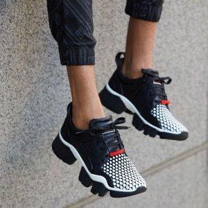 低至2.5折+免邮Neiman Marcus 男士时尚热卖,巴黎世家老爹鞋$477