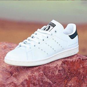 低至7折 £52收经典小白鞋Stan Smith 小白鞋鼻祖热促中 火了七年时髦依旧