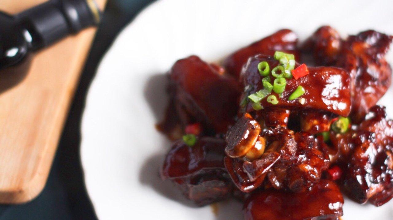 新年大餐吃什么?要不要做一道用铸铁锅就能做的红焖猪蹄?