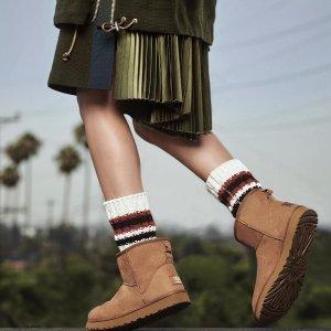 低至6折+额外8折闪购:UGG限时闪促 好价收蝴蝶结雪地靴、毛毛拖鞋等