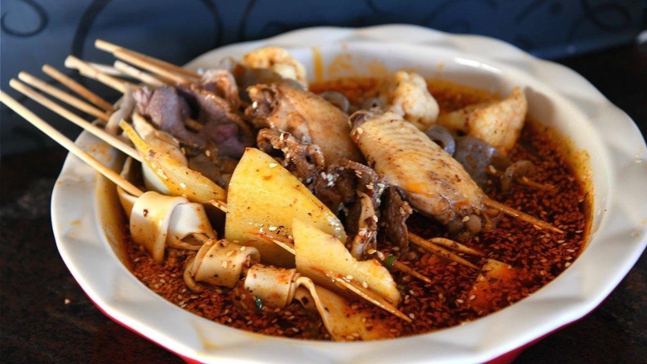 冷锅串串,让成都人冒雨吃不停的经典味道